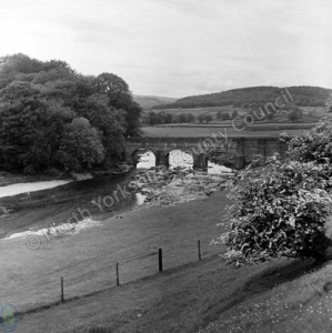 River Wharfe & Grassington Bridge